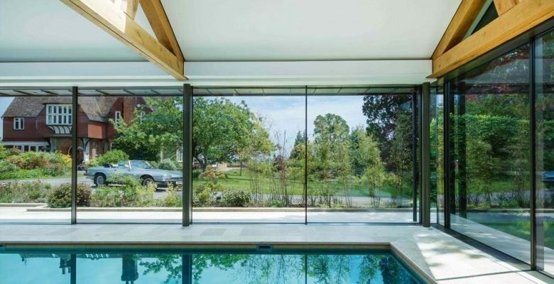 Casa com paredes de vidro